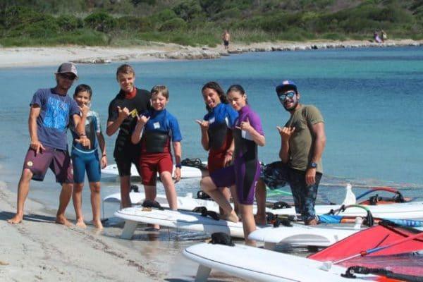 apprendre en groupe le windsurf