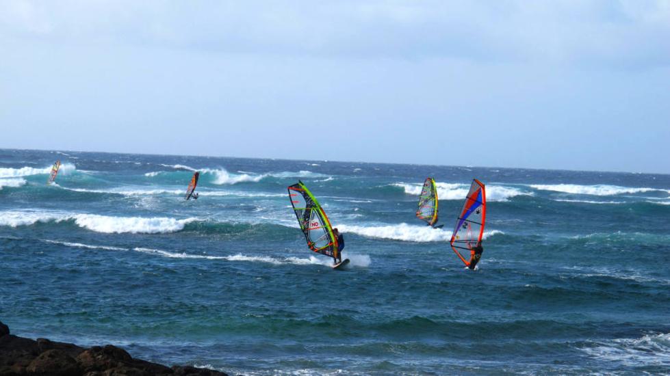 L'équipe du Bonifacio Windsurf éparpillée