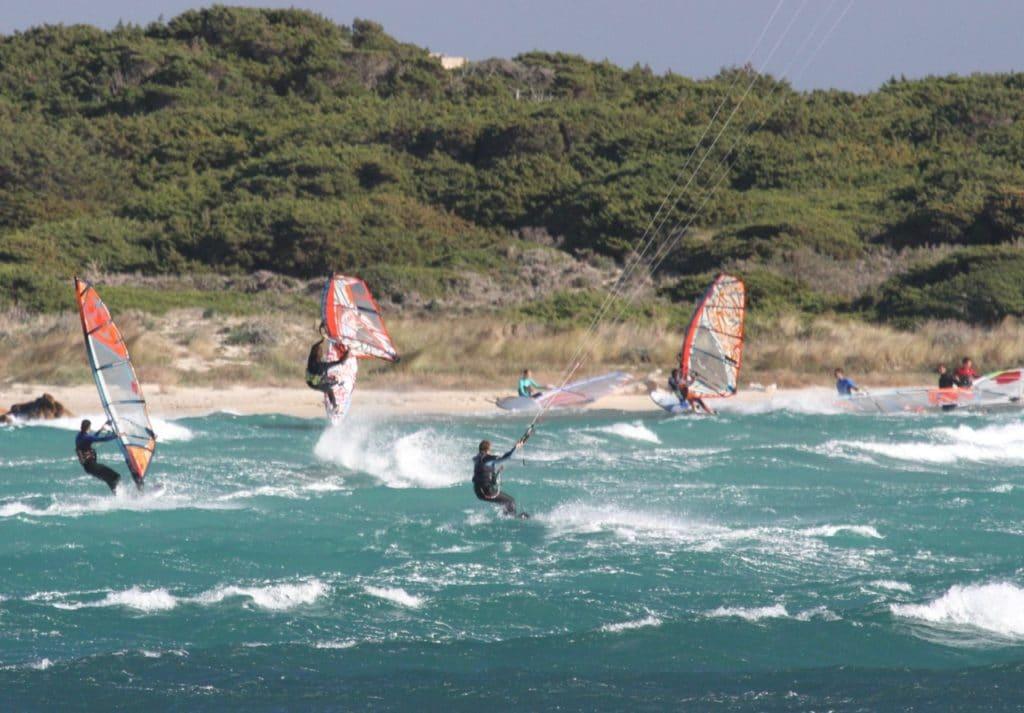 Windsurf vent fort à Piantarella